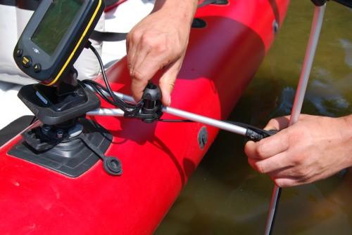 Крепление датчика для эхолота на борт лодки пвх